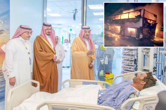 مدینہ منورہ: گورنر فیصل بن سلمان بن عبدالعزیز حادثے میں جھلسنے والے زائر کی عیادت کررہے ہیں' بس سے شعلے بلند ہورہے ہیں