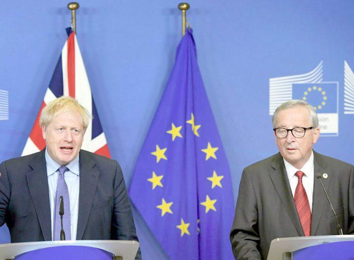 برسلز: برطانوی وزیراعظم بورس جانسن اور یورپی کمیشن کے صدر ژان کلاڈ ینکر پریس کانفرنس کررہے ہیں