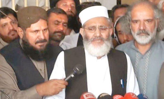 گوجرانوالہ:امیر جماعت اسلامی پاکستان سراج الحق میڈیا سے گفتگو کررہے ہیں