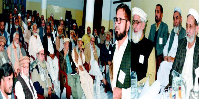راولپنڈی،جماعت اسلامی سٹی ڈسٹرکٹ کے تربیتی پروگرام سے صوبائی جنرل سیکرٹری اقبال احمد خان خطاب کررہے ہیں ،سید عارف شیرازی اور عزیر احمد بھی موجود ہیں