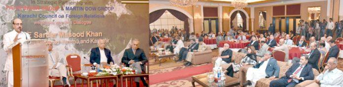 کراچی: صدر آزاد کشمیر سردار مسعود خان مقامی ہوٹل میں تقریب سے خطاب کررہے ہیں