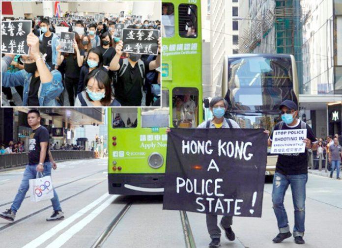 ہانگ کانگ: پولیس گردی میں ساتھی کی ہلاکت کے خلاف طلبہ احتجاج کررہے ہیں