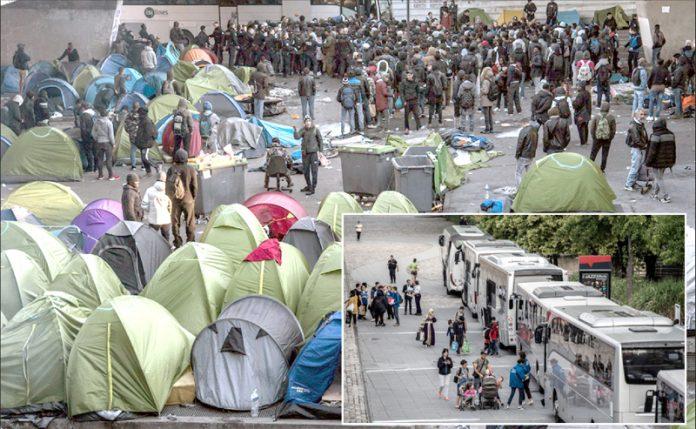 پیرس: پولیس اہل کار غیرقانونی خیمہ بستیاں خالی کراکر تارکین وطن کو منتقل کررہے ہیں